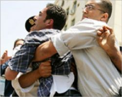 Al Fayyum State Security Storm Bookstores, Detain Worker
