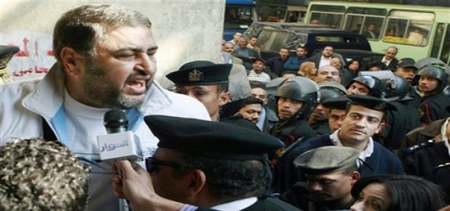 Egyptian court drops terrorism charges against Islamists