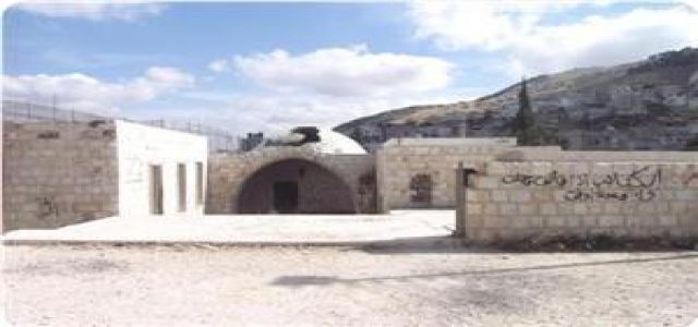Hundreds of settlers storm Nabi Yusuf tomb with IOF escort.