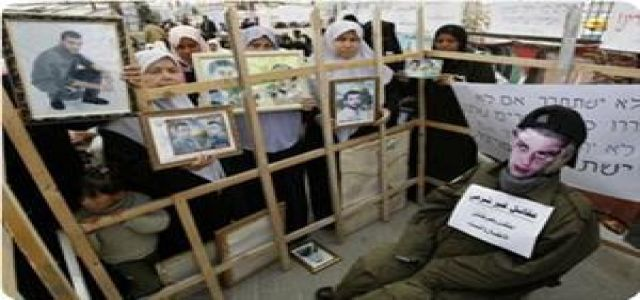 Israel phones families of prisoners to incite them to press Hamas
