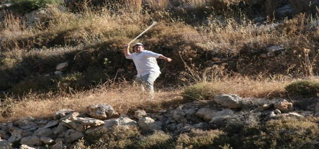 Jewish settlers attack farmers in the village of Kasra
