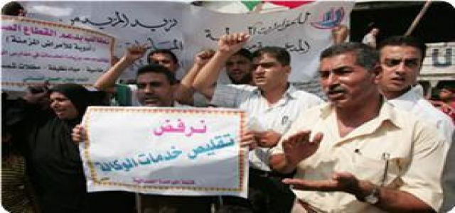Palestinian refugees in Gaza demand reconstruction of destroyed homes