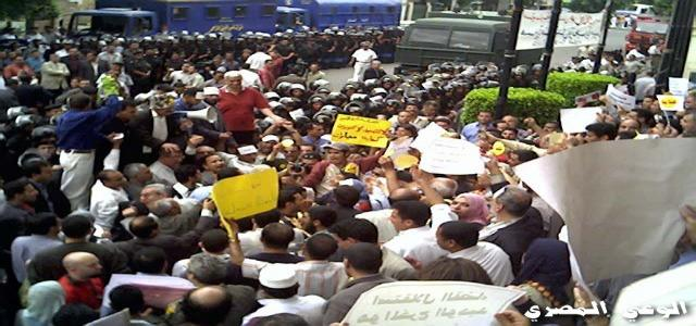 60 Members of the MB and Kefaya Arrested on Eve of Judges' Trial