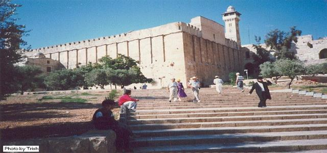 IOA bans call for prayers in Ibrahimi mosque